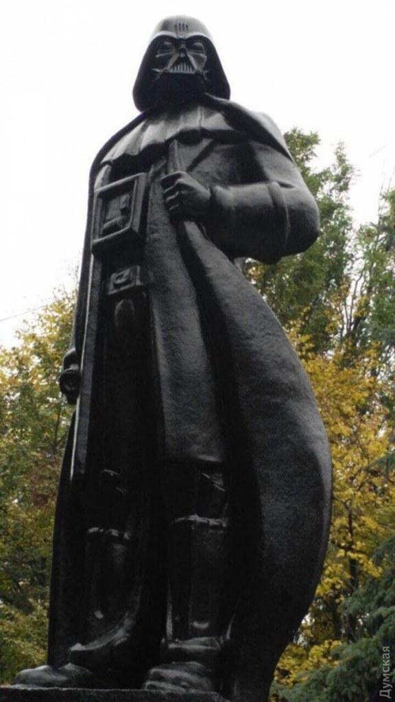 lenin-darth-vader-statue-2